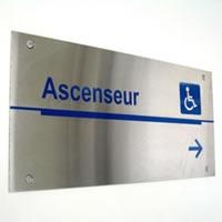 Panneau en aluminium avec lettrage numérique