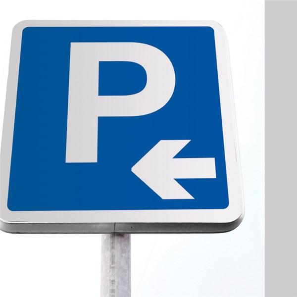 kit de panneau de parking fl che vers gauche direct signal tique. Black Bedroom Furniture Sets. Home Design Ideas