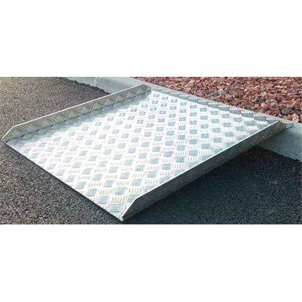 rampe accessibilit en aluminium avec rebords direct signal tique. Black Bedroom Furniture Sets. Home Design Ideas