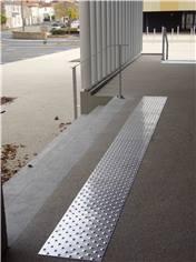 Bande d´éveil à la vigilance en aluminium pour extérieur - 600 x 412 mm