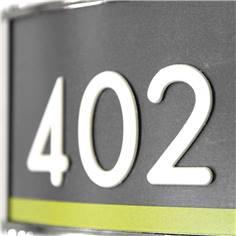 Chiffre en Relief Blanc à coller sur une Plaque de Porte - Ep 0.8 mm - Gamme Calibri