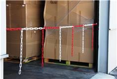 Barrière de chaîne avec morceaux de chaîne