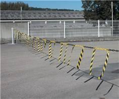 Barrière de chaîne avec rubans hachurés