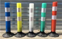 Balise en plastique de jalonnement articulée avec base en caoutchouc recyclé