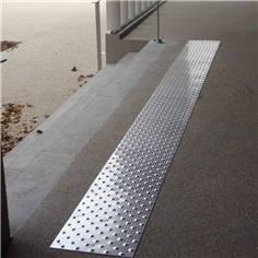 Dalle podotactile en Aluminium - 825 x 420 mm - Intérieur/extérieur