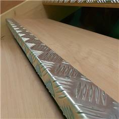 Nez de marche Brut en Aluminium - A coller ou visser - Intérieur/Extérieur