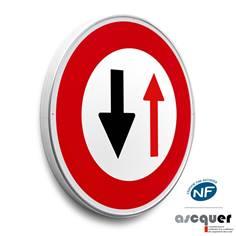 Panneau Céder le passage à la circulation - B15