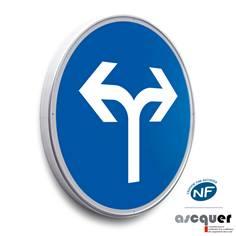 Panneau Tourner à droite ou à gauche obligatoirement - B21e