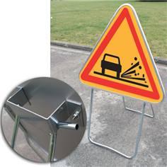 Panneau danger Projection de Gravillons sur Pied Solidaire - AK22