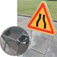 Panneau Danger Chaussée Rétrécie sur Pied Solidaire - AK3